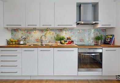 Кухонный фартук из стекла