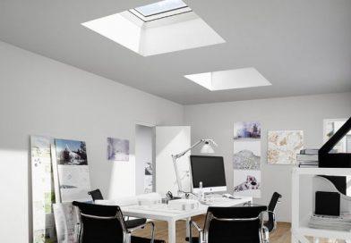 Окно в потолке — способы освещения комнат под плоской крышей